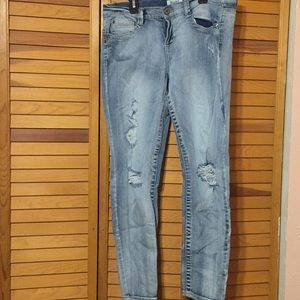 11 Short Mudd Distressed Skinny Jean EXCELLENT!